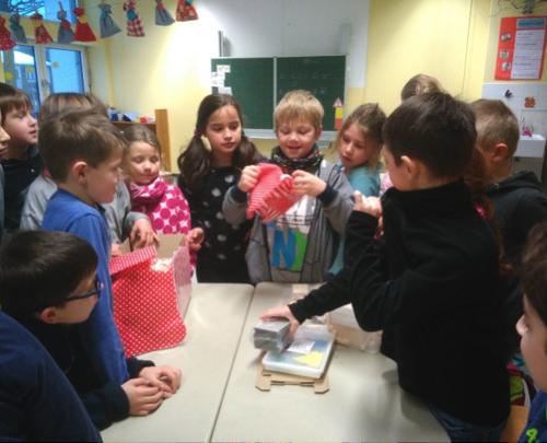 Die ganze Klasse durfte sich über seine Geschenke freuen. Vielen Dank lieber Nikolaus.
