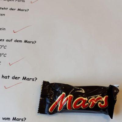 Sie haben sogar einen kleinen Test vorbereitet. Zur Belohnung gibt's einen echten Marsriegel...😀